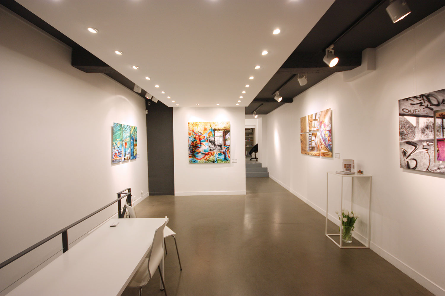 How to rent a gallery in Paris france